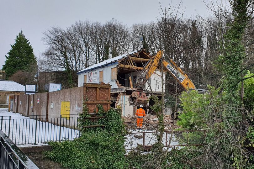 Locals pay tribute as Edinburgh pub The Blue Goose in Slateford is demolished